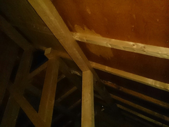 横浜市泉区にてスレート屋根劣化よって雨漏り、屋根葺き替えをご提案