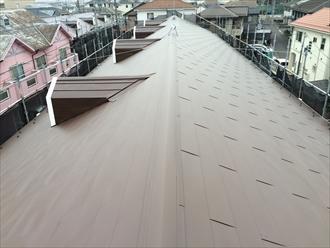 横浜市緑区のアパートを断熱材付き金属系屋根材でカバー工事