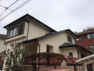 茅ヶ崎市築28年の住宅で雨樋の破損と不具合を調査