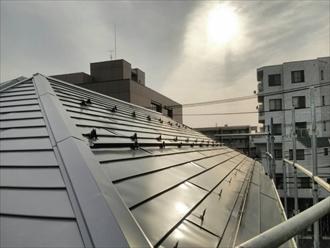 藤沢市新築入居前の屋根に後付タイプの雪止めとLアングル
