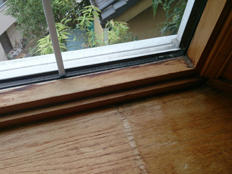 藤沢市にて出窓サッシより雨漏りがあり補修をご提案