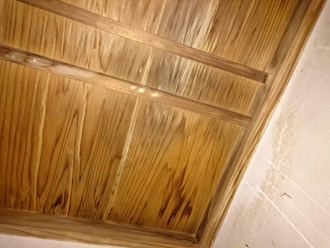 川崎市幸区で漆喰剥がれによる雨漏り被害