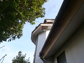 川崎市麻生区で軒天の剥がれと瓦の割れ