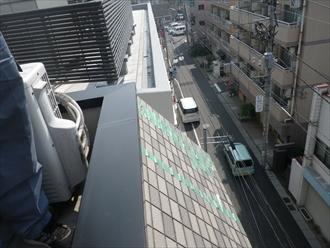 横浜市西区でタイル貼りの急勾配屋根にガルバリウム鋼板でカバー工事