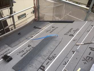 横浜市南区で瓦からスレートへ葺き替え工事着工中です