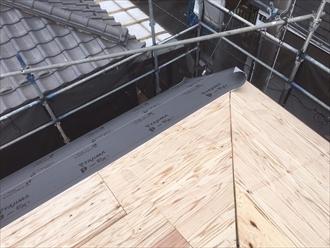 横浜市南区でスレートから金属屋根へ葺き替え工事中です