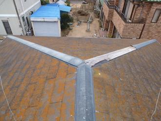 横浜市金沢区でスレート屋根の棟板金飛散のご相談