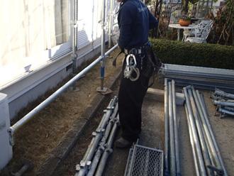 川崎市幸区で傾いた雨樋の補修(足場架設)