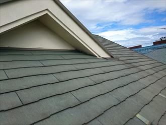 横浜市金沢区で割れたスレート屋根はカバー工事で安心