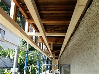 横浜市青葉区で雨漏りしているバルコニーの復旧工事を着工中