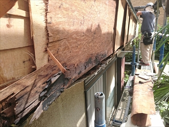 横浜市青葉区でバルコニーの雨漏り修理工事が始まりました