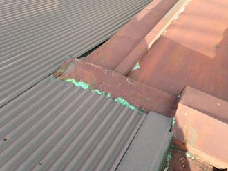 横浜市港北区で傷んだ金属屋根の点検から屋根葺き替え工事をご提案いたしました
