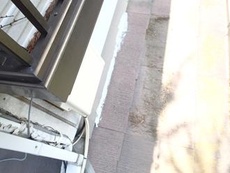 横浜市南区でスレート屋根の劣化と雨どいの外れ