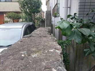 横浜市磯子区で倒れそうな塀の修理工事をおこなっています
