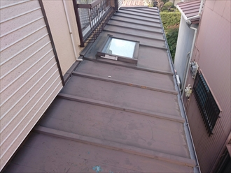 横浜市青葉区でトタン屋根の葺き替えとトップライト