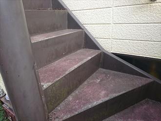 横浜市都筑区で雨漏りでサビだらけの鉄骨階段