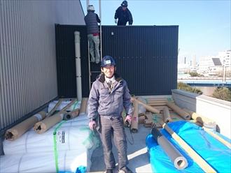 横浜市西区でイベント施設の屋上笠木工事です