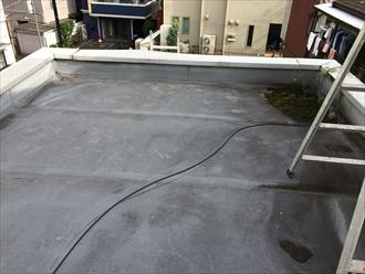 横浜市都筑区アパート屋上パラペットの笠木の下にも防水層が必要