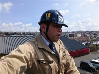 横浜市栄区で工事中の金属製の折板屋根について