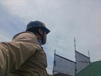 横浜市港南区で屋根葺き替えとバルコニーの腰壁張替工事中です
