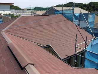横浜市金沢区塗装しても持たない屋根にカバー工法をご提案