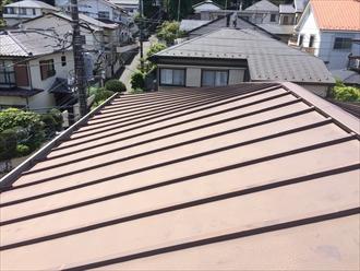 横浜市港南区トタン屋根瓦棒葺きの釘抜けはメンテナンスが必要