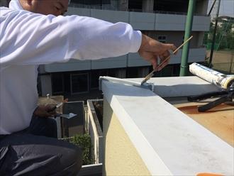横浜市保土ヶ谷区バルコニー笠木の雨漏りはコーキング工事