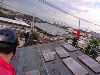 横浜市緑区で雨漏りしているセメント瓦の葺替え工事です