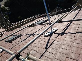 急勾配の屋根には足場が必要