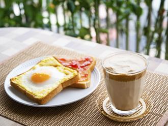ベランダで朝食