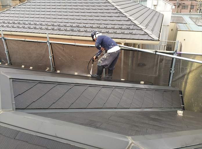 化粧スレート屋根高圧洗浄中④