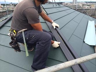 横浜市南区スーパーガルテクトを使用した屋根カバー工事④
