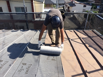 防水紙の設置