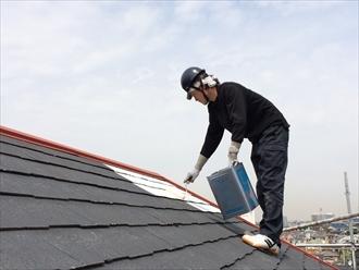 横浜市中区スレート部分と板金部分はそれぞれの下塗り材を使用