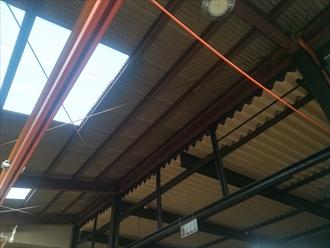 工場内、屋根裏 天井