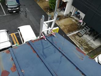 錆びた 瓦棒葺き屋根