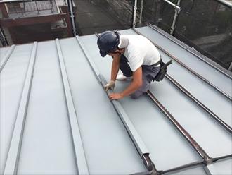 横浜市港南区|金属屋根の瓦棒葺きをガルバリウムで屋根カバー工事③