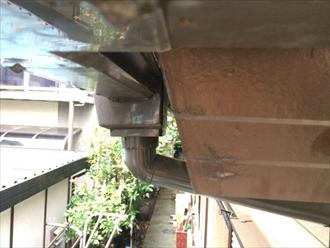 屋根と同じように雨樋にも勾配が関わってます|横浜市磯子区