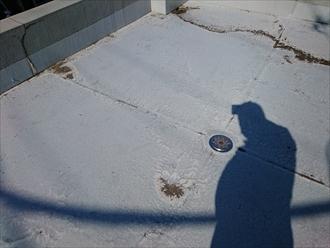 横浜市保土ケ谷区で水が溜まって浮いている床防水を直します