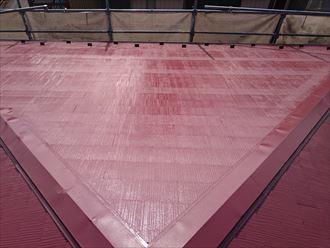 下地処理を綺麗にしたうえでの屋根塗装