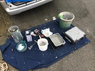 滑り止めチップを入れてウレタン防水を仕上げます|横浜市保土ヶ谷区
