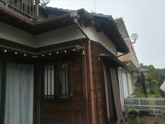 横浜市保土ヶ谷区|水が溢れる雨樋、原因と対策