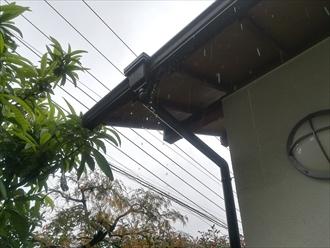 横浜市港北区|雨樋の詰まりは落ち葉が原因か