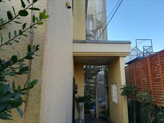 玄関手前の屋根