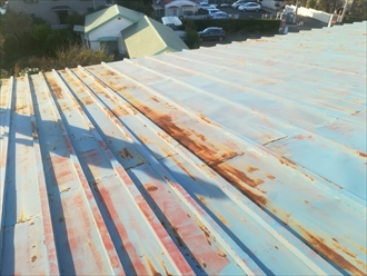 錆び痕の酷いトタン屋根