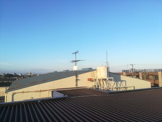 横浜市中区|規模の大きいトタン屋根からの雨漏り調査