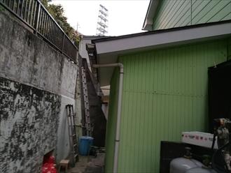 下屋部分の雨樋・破損部分