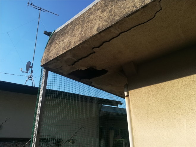 横浜市港北区|軒裏天井の崩れから雨樋の破損・修理依頼