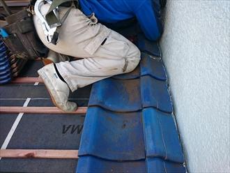 劣化した瓦屋根の下地は葺き直し工事で直します|横浜市旭区