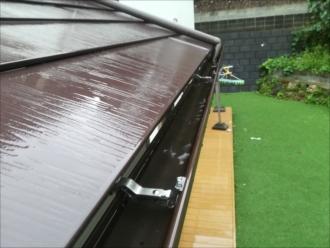 横浜市港北区|落ち葉よけネットの設置して雨樋詰まりを解消